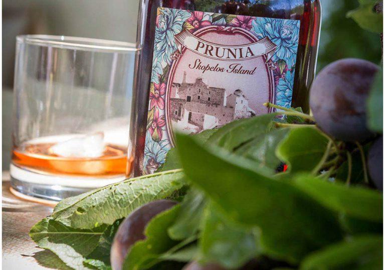 Prunia-plum-liqueur