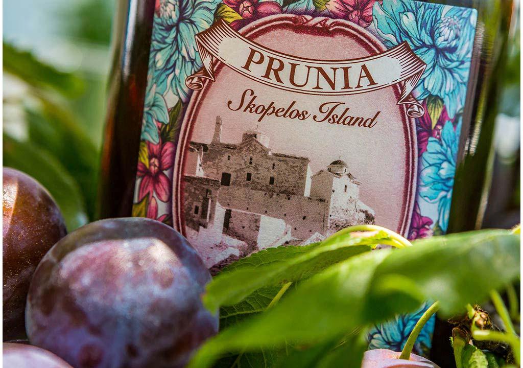 Prunia-plum-liqueur-close-photo